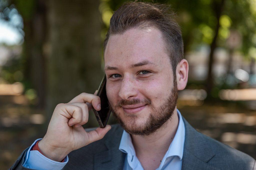 Tim Weisheit Tim mit Telefon