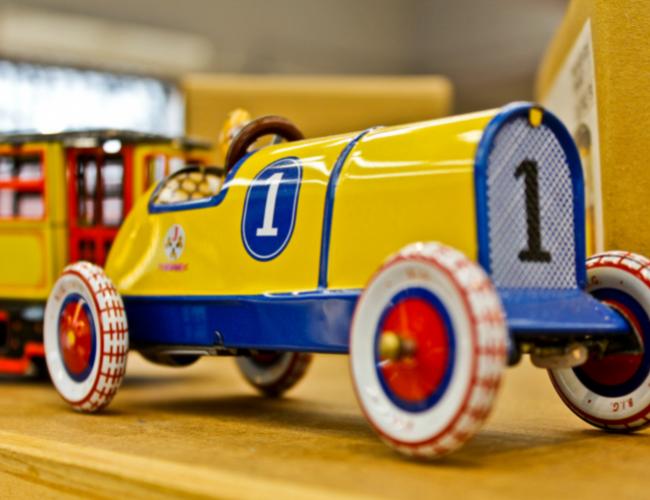 Buntes Auto als Element der Verkaufspsychologie