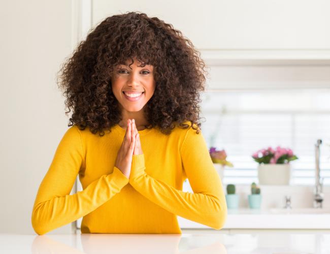 Frau ist dankbar und verändert ihr Mindset